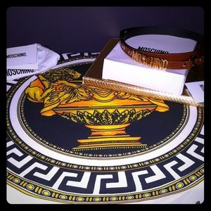 Moschino Accessories - 💛Chocolate Cognac Moschino Belt 💛